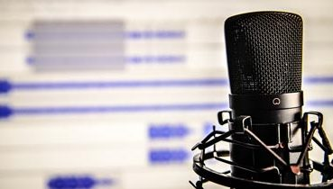 microphone-338481_374x210