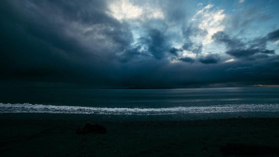 moody-sea_890x500
