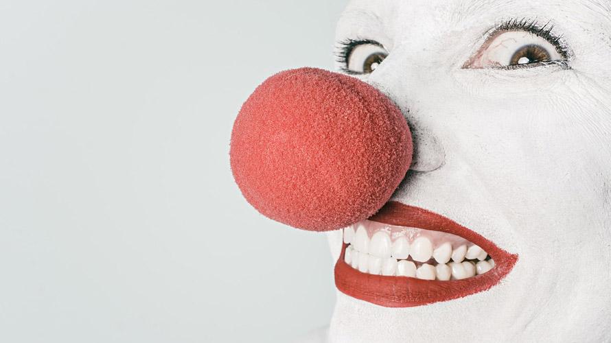 clown_890x500